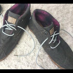 Toms women's 9 1/2 boots.